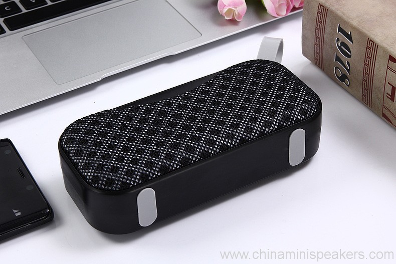 novelty-portable-mesh-cloth-style-outdoor-bluetooth-speaker-12