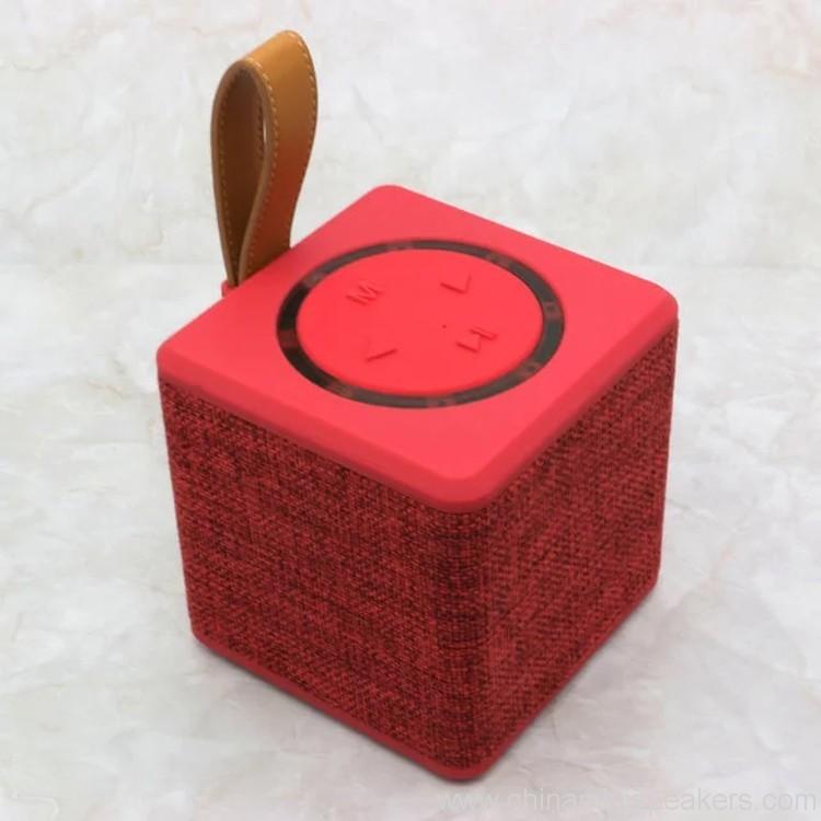 portable-5w-fabric-bluetooth-speaker-02