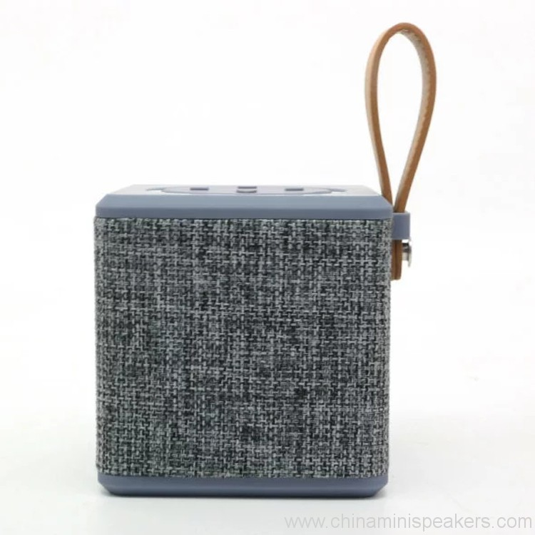portable-5w-fabric-bluetooth-speaker-06